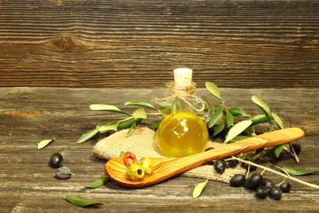 olivenöl mit olivenzweig