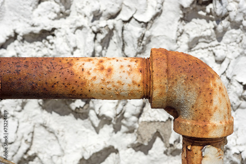 Rusty outside gas pipe - 75224489