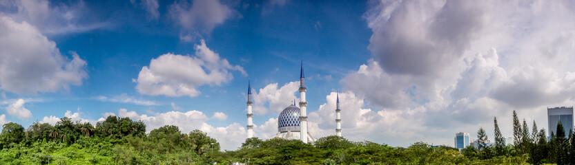 Panoramic of Sultan Salahuddin Abdul Aziz Shah Mosque on a sunny