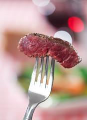 Stück Steak auf einer Gabel