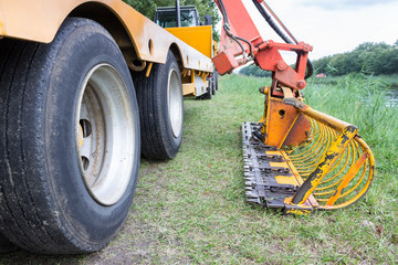 Agricultural machine for removing waterplants in channel