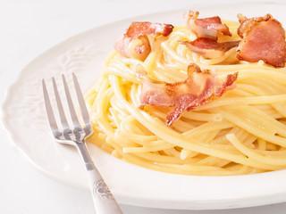 creamy traditional italian spaghetti carbonara pasta