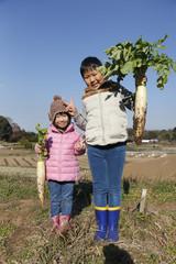 収穫 子供 2人
