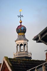 Prächtige Turmspitze der Neuen Kirche in Emden