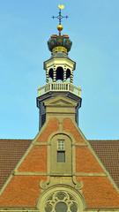 Giebel und Turmspitze der Neuen Kirche in Emden