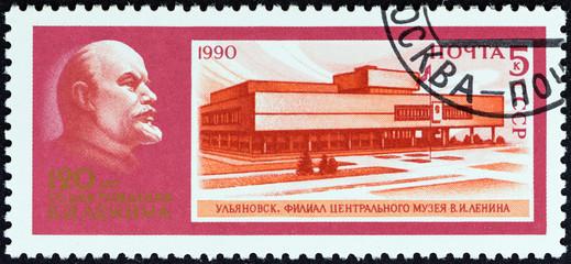 Lenin and Museum of Lenin in Ulyanovsk (USSR 1990)