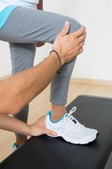 Coach hilft beim step training