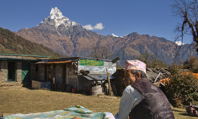 nepali guide and in the background mount machapuchare