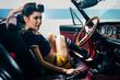 Leinwanddruck Bild - Pinup in vintage car