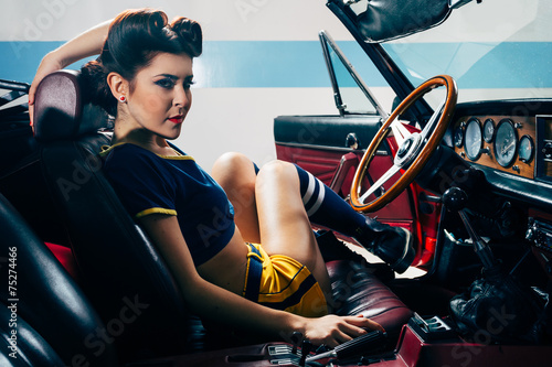 Leinwanddruck Bild Pinup in vintage car