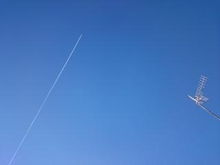 Avión y antena de televisión