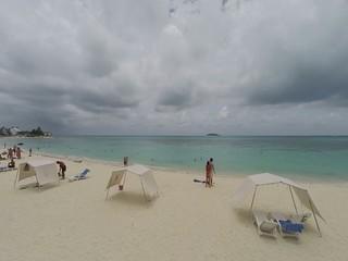 Vuelo sobre playa