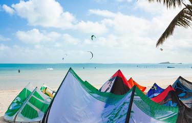 voiles de kite, Mourouk, île Rodrigues, Maurice