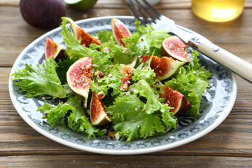 Fresh salad with figs and lettuce