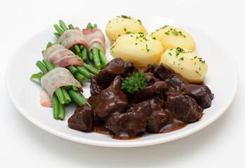 Rindergulasch mit grünen Bohnen und Kartoffeln