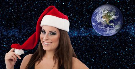 Capodanno con sorriso e globo terrestre tra le stelle