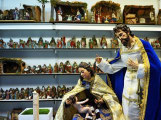 Figuras del Belén, Sagrada Familia, mercado de Navidad