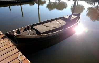 Barca en el canal