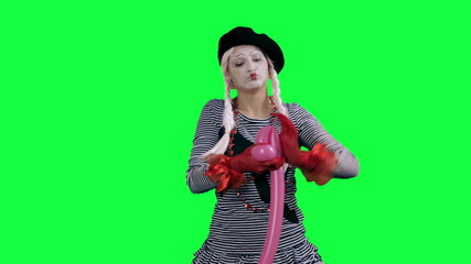 Mime makes figure of the balloon