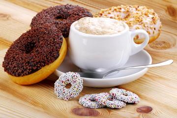 Cappuccino con ciambelle