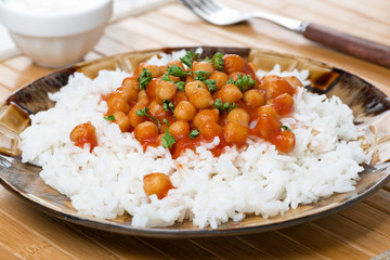 rice with chickpeas in tomato sauce