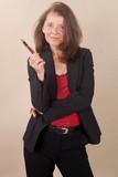 Geschäftsfrau mit Stift in der Hand