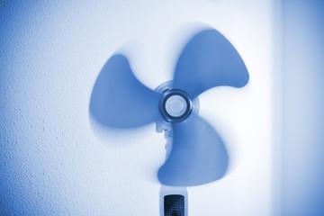 Clean fan in motion, no cover