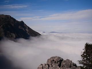 zirvede sis bulutlarına dokunmak