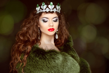 Beauty Fashion Model Girl in Fur Coat. Diamond jewelry. Beautifu