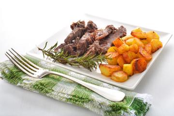 carne a patate arrosto portata