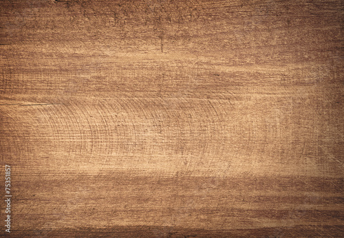 Tuinposter Hout Brown scratched wooden cutting board.