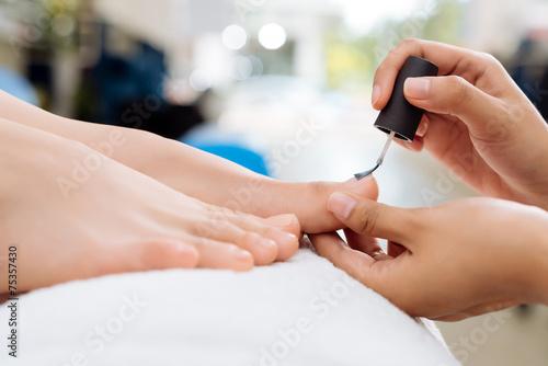 Leinwanddruck Bild Applying nail polish