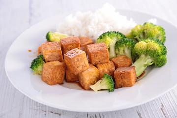 tofu and broccolis