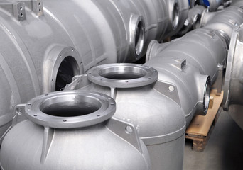 fertige Druckkessel mit Flansch im Maschinenbau / engeneering