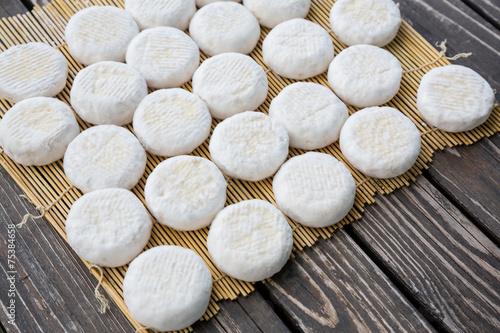 Papiers peints Produit laitier Small goat cheese heads