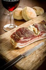 Pancetta speziata e altri prodotti italiani