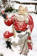 Statua di Babbo Natale all'aperto