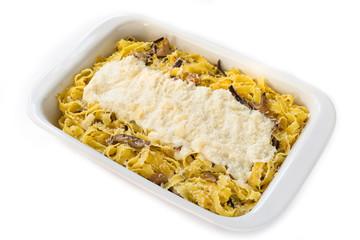 Pappardelle ai funghi e besciamella, cucina italiana