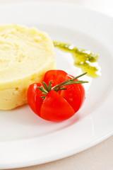 Mashed potato with tomato
