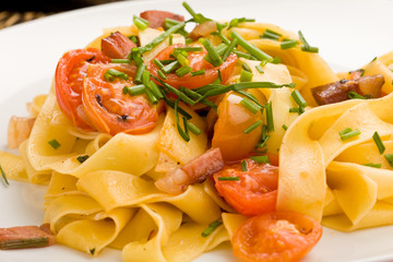 Pasta with bacon and tomatoes