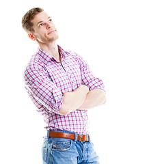 Sportlicher junger Mann schaut auf leere Fläche