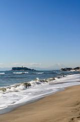 七里ケ浜から江ノ島を臨む