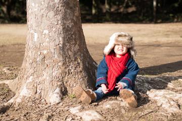 公園で遊ぶ少女