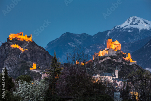 Papiers peints Alpes Switzerland, Valais, Sion, Night Shot of the two Castles