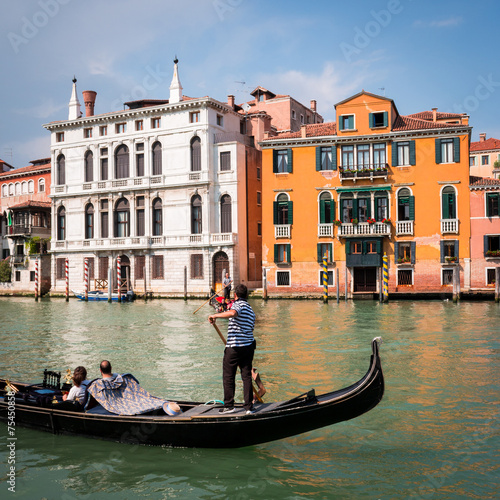Fotobehang Gondolas Gondole Gondoliers à Venise grand canal