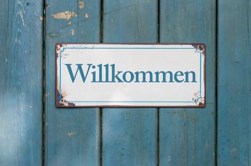Altes Schild mit Aufschrift Willkommen