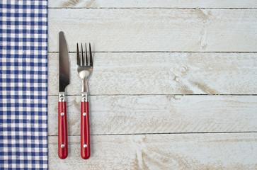 Essenszeit - Besteck auf Holz - Freiraum für Text