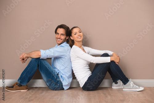 canvas print picture Mann und Frau in einer leeren Wohnung