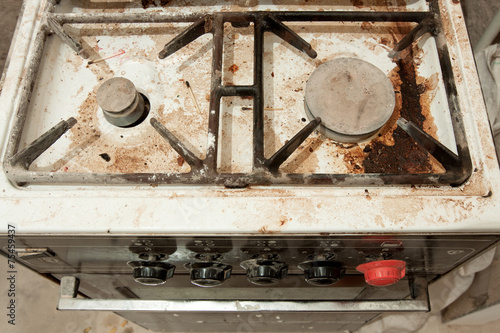 The old stove in the kitchen all dirty - 75459437
