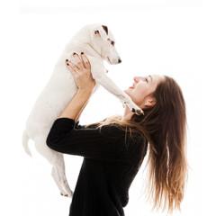 Jeune Femme portant son chien